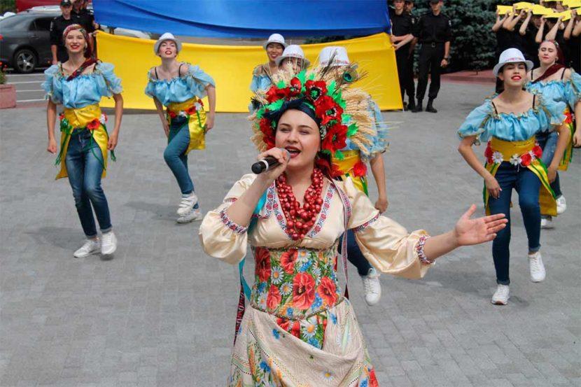 День Конституції у ДДУВС відзначили яскравим флешмобом