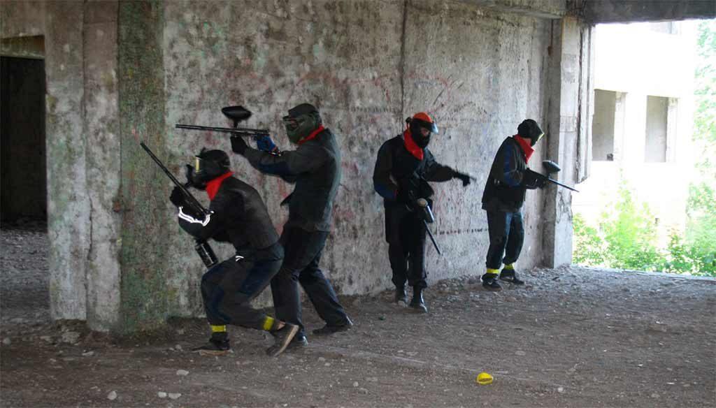 Майбутні поліцейські грають у пейнтбол