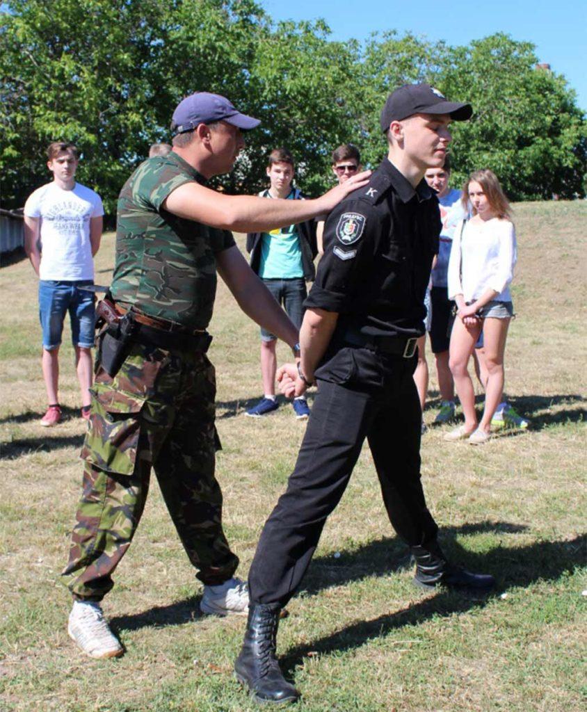 Старшокласники Кривого Рогу проводять літо весело та з користю: на базі ДДУВС запрацював військово-патріотичний табір
