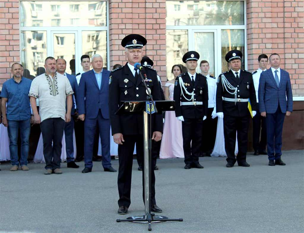 З теплими словами привітання до випускників звернувся ректор ДДУВС Андрій Фоменко