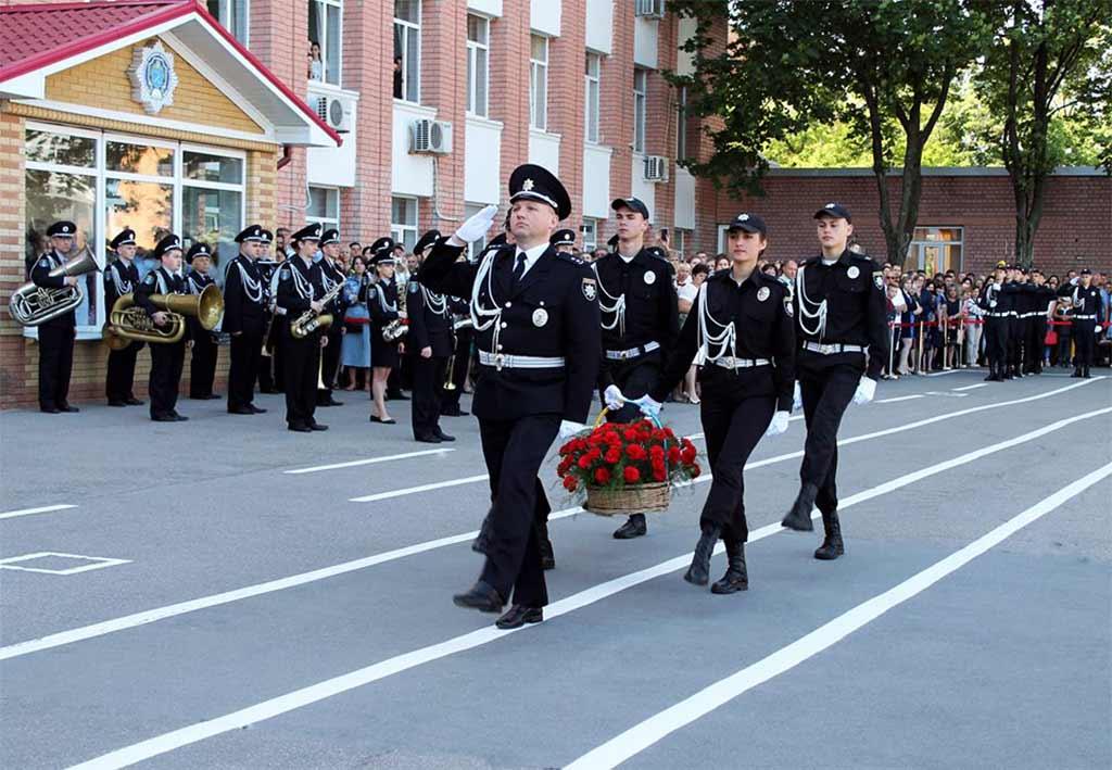 Поклали квіти до пам'ятника загиблим працівникам ОВС на Соборній площі