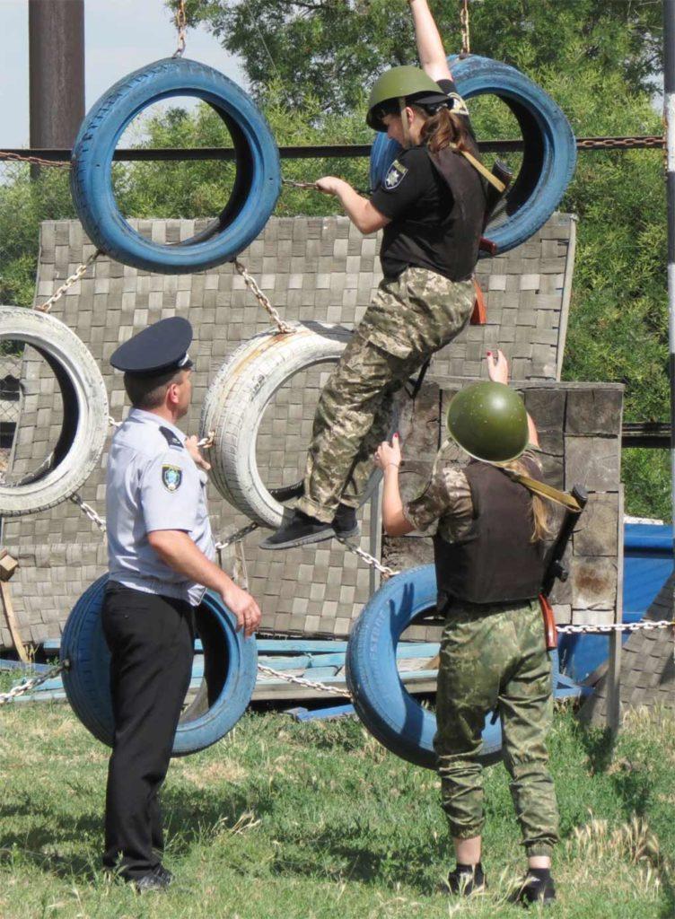 У Запорізькій академії поліції слухачі демонстрували силу, спритність та витривалість