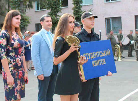 Сьогодні на базі Криворізького факультету ДДУВС першокурсників привітали з офіційним початком навчання у провідному юридичному виші Дніпропетровщини.