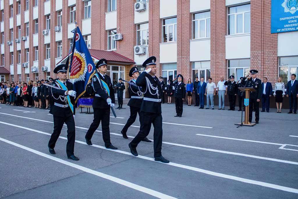 Розпочалося свято з внесення університетського прапора та виконання Державного Гімну України.