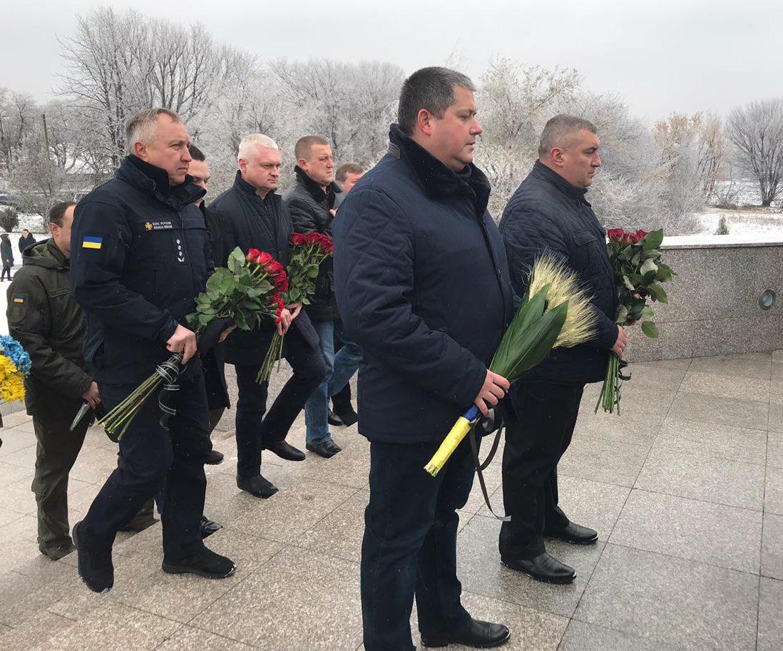 Поклали квіти до Меморіалу жертвам Голодомору