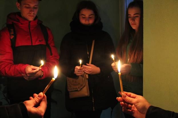 І свічка не згасала…