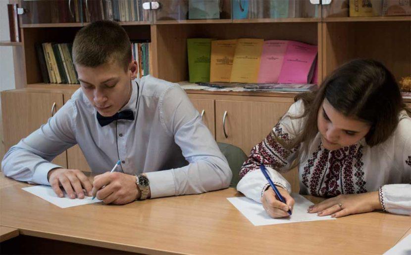 З нагоди Дня української писемності та мови у Дніпропетровському державному університеті внутрішніх справ відбулося відразу декілька тематичних заходів.