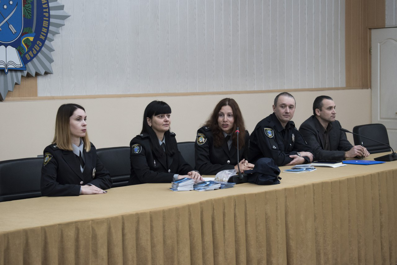 Юні правники Дніпра завітали до ДДУВС на брейн-ринг