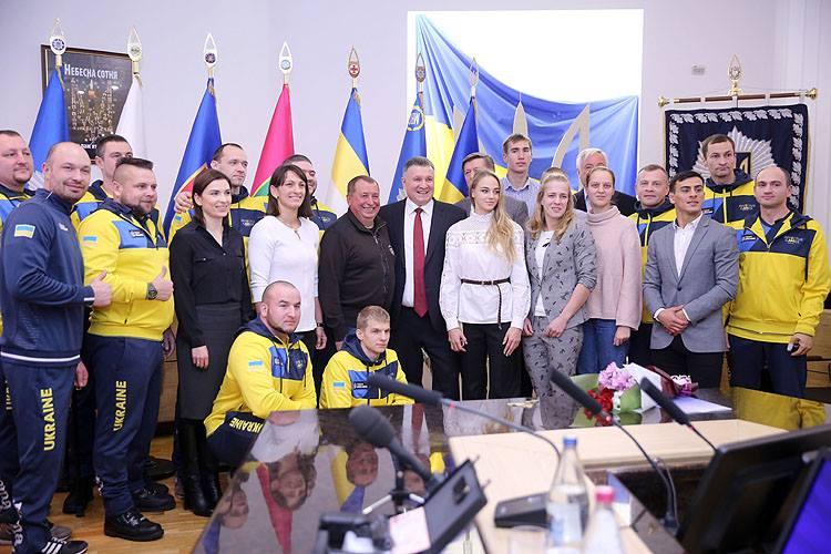 Викладач ДДУВС отримав відзнаку та цінний подарунок від Міністра внутрішніх справ Арсена Авакова