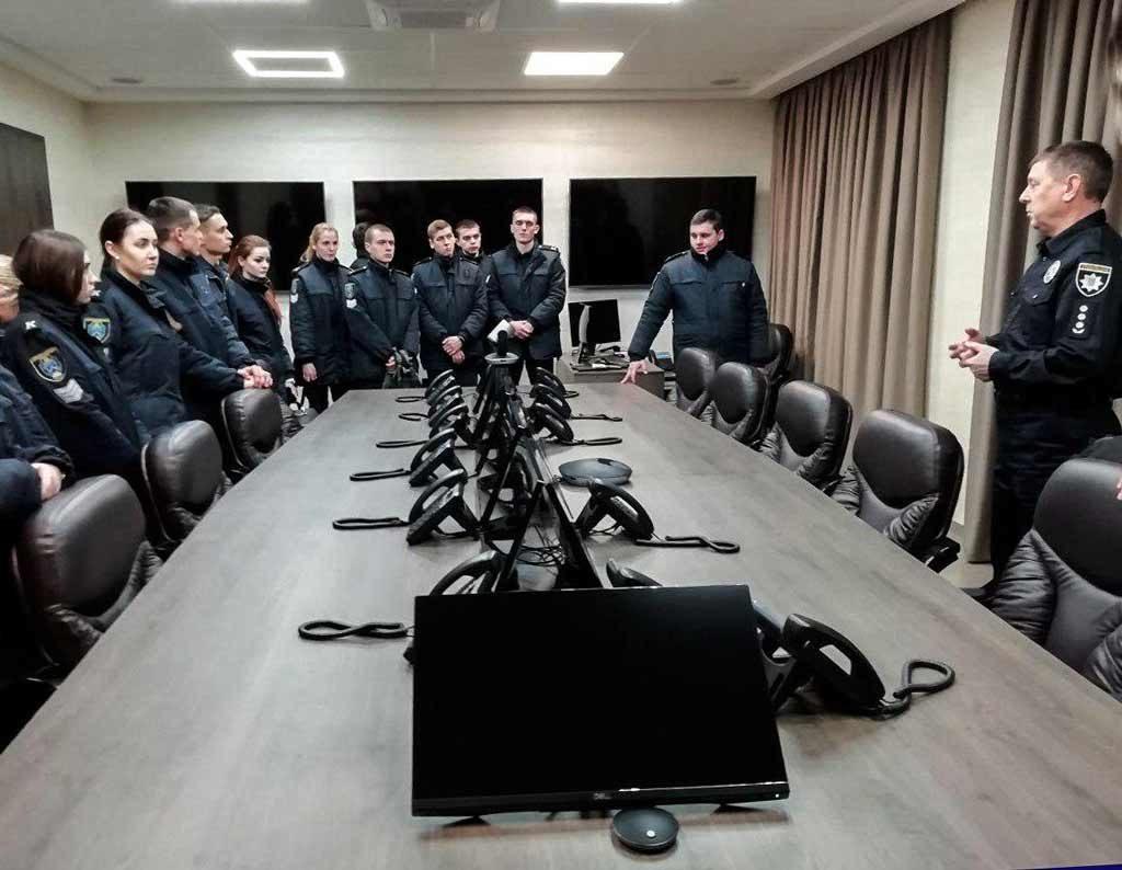 Екскурсія в «серце» поліції: курсанти ДДУВС познайомилися з роботою ситуаційного центру