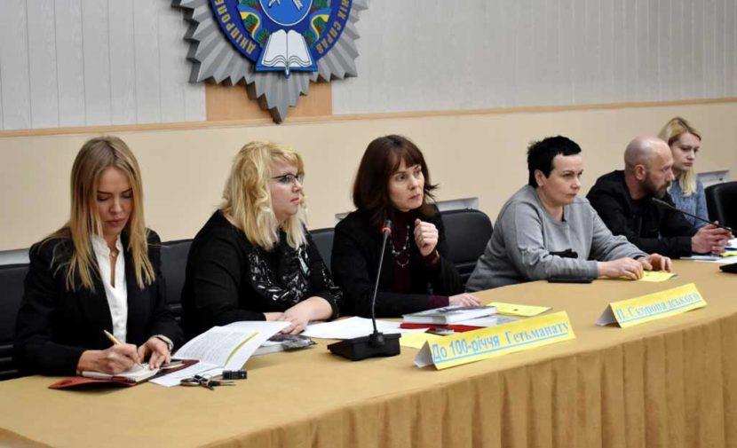 За круглим столом обговорили історію та сучасність становлення української державності