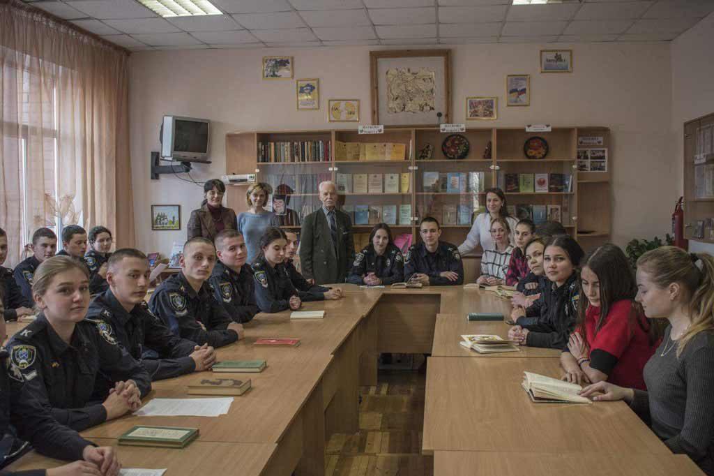 За круглим столом проаналізували образ жінки-матері в українській літературі