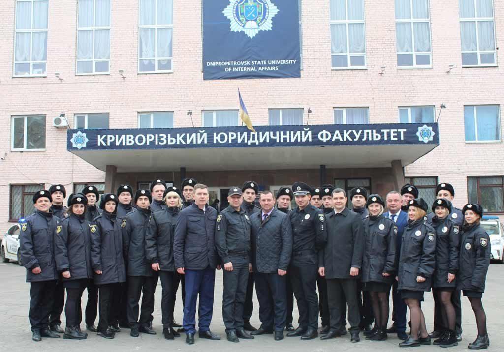 На Криворізькому факультеті 22 новобранців поліції склали Присягу