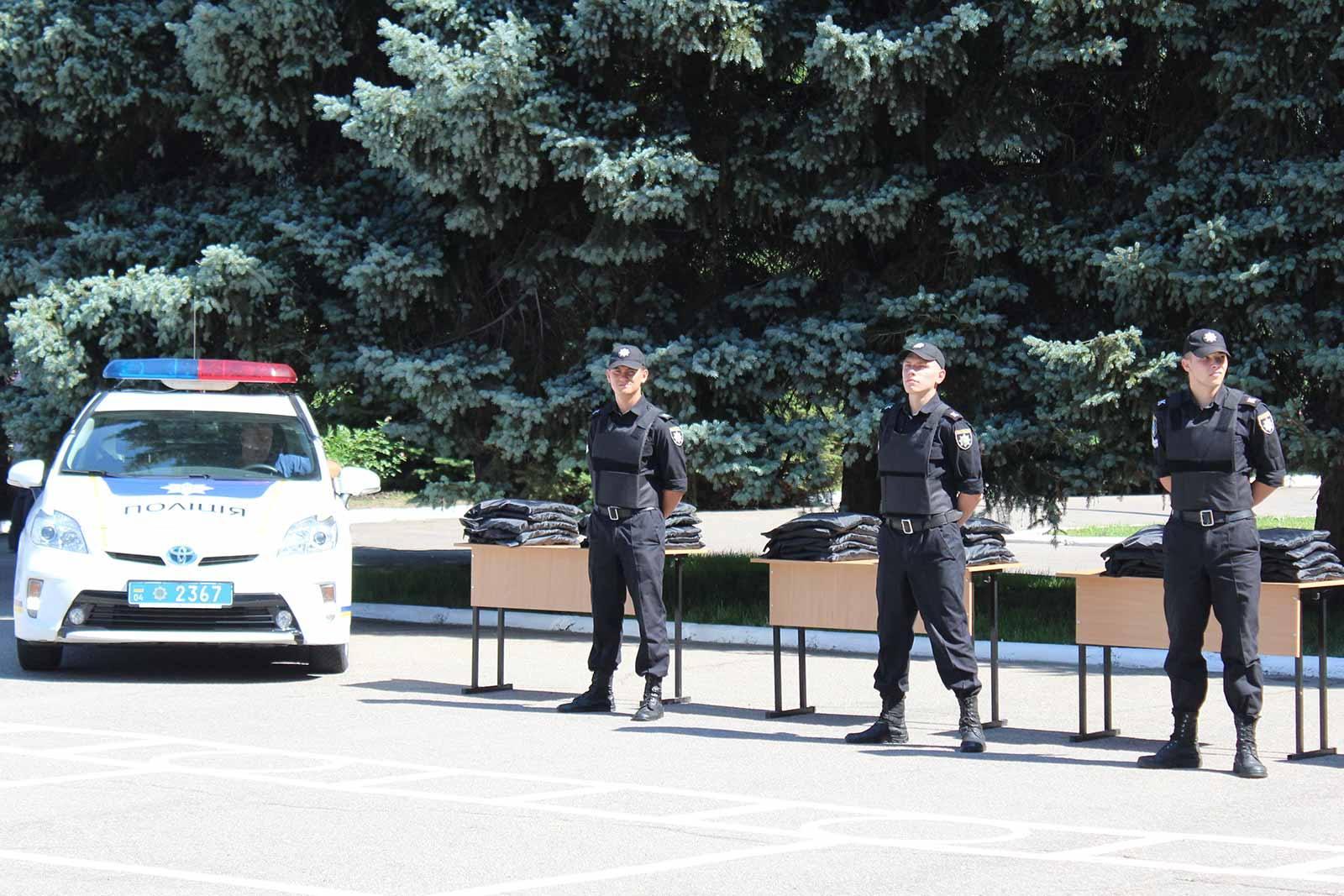 Артем Тімарєв передав у користування курсантам університету бронежилети