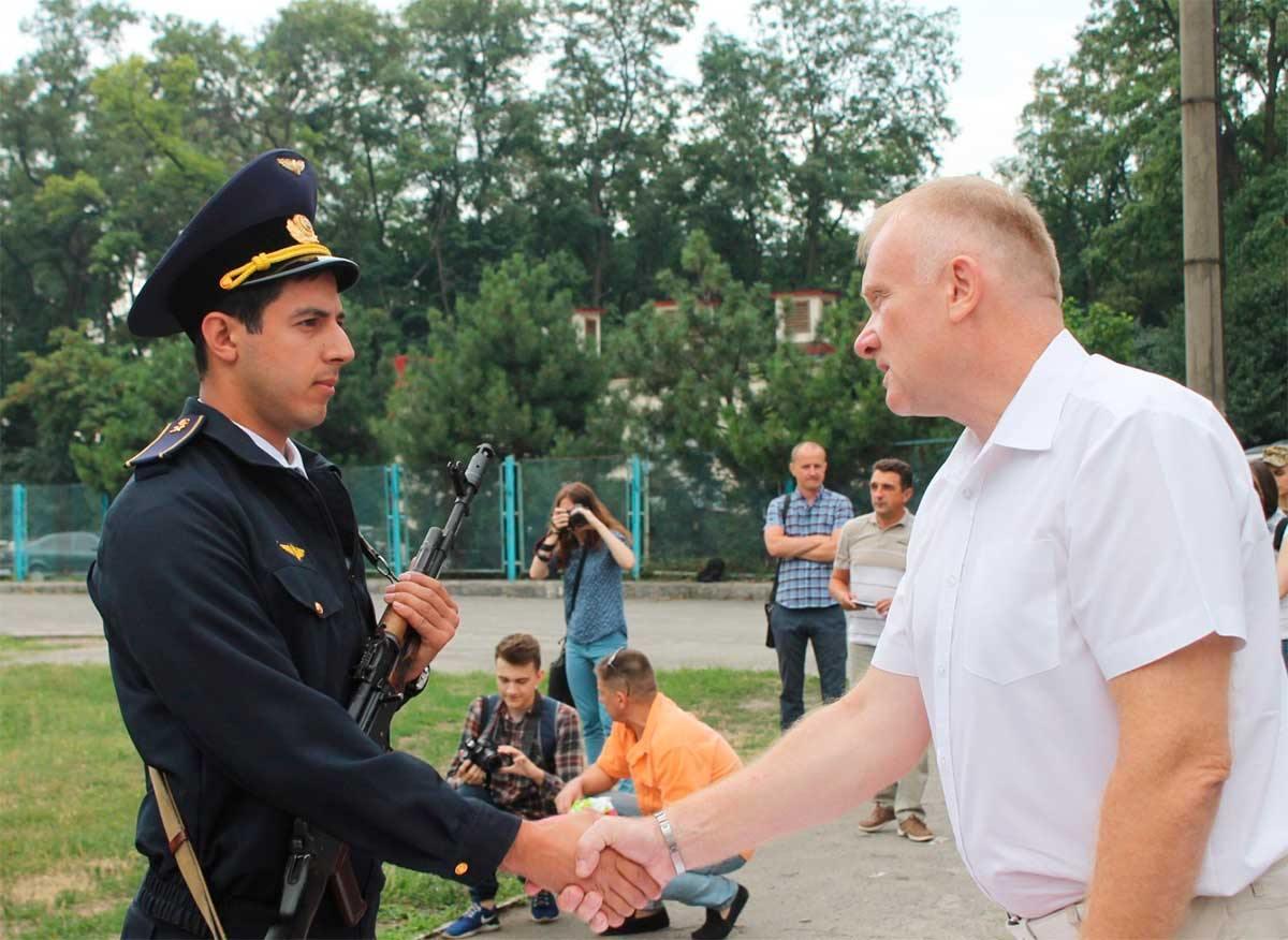 Випускник кафедри військової підготовки студент юридичного факультету