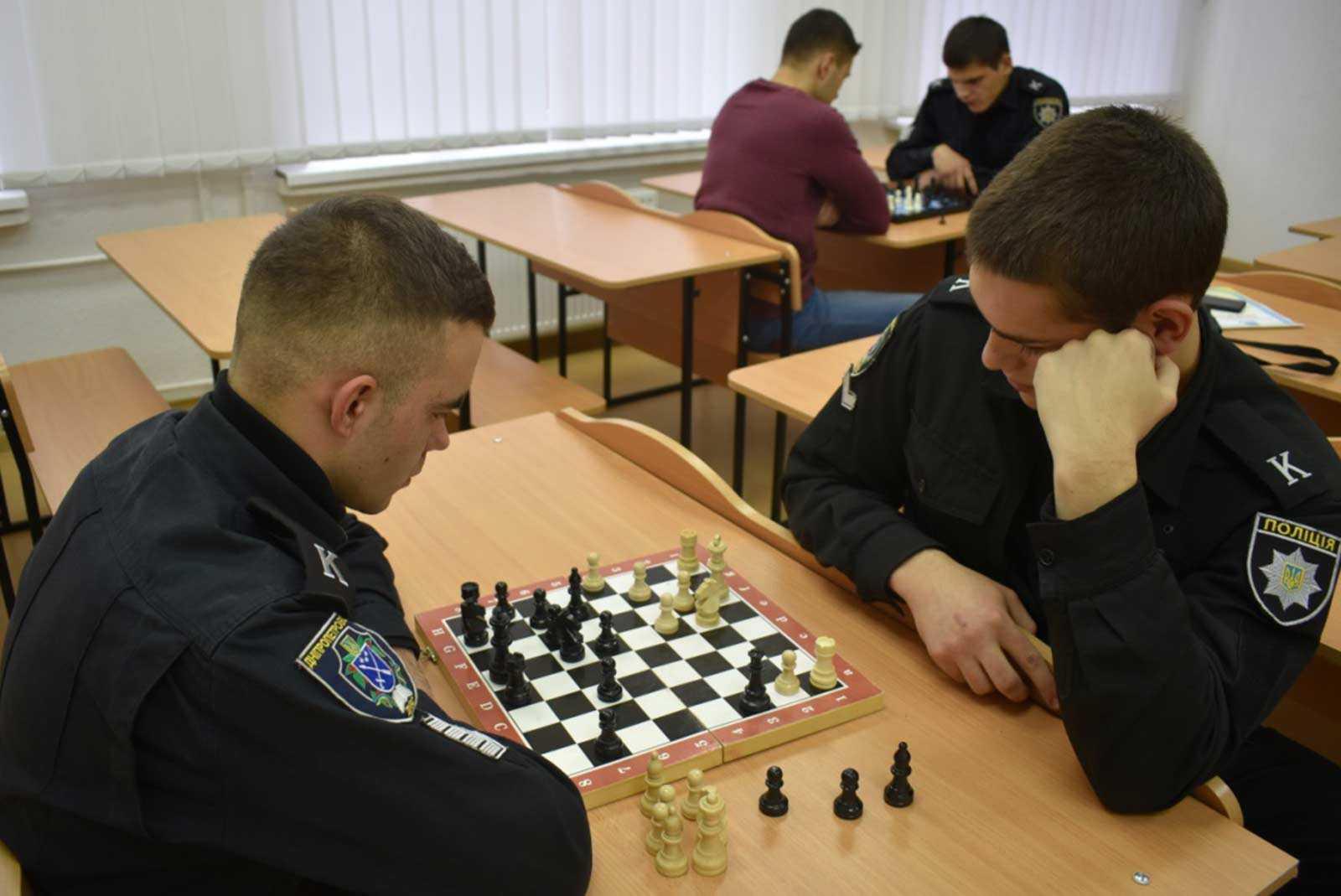 Здобувачі вищої освіти університету мізкували над шахівницями