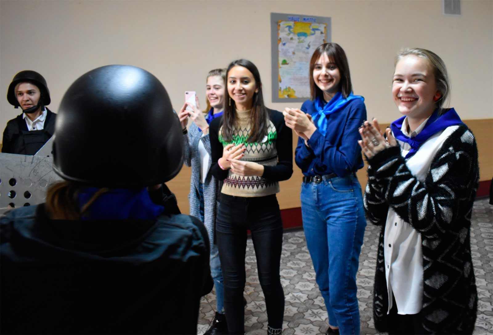 У захоплюючому квесті 80 школярів Дніпра освоювали професію поліцейського