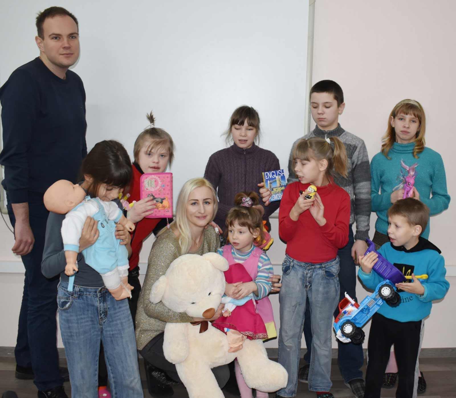 Представники університету привітали підшефних із новорічними святами
