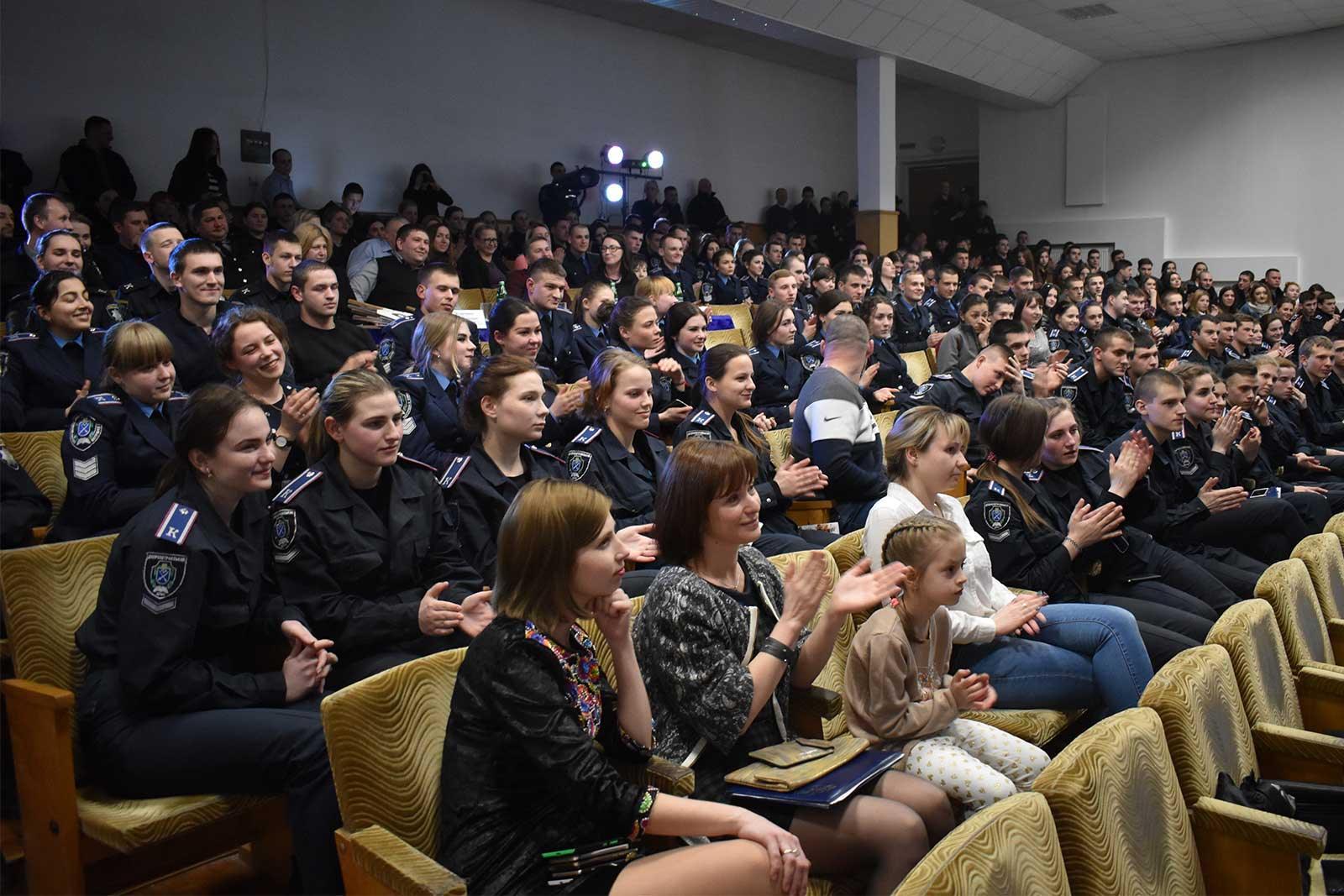 Конкурс Клубу веселих та кмітливих у ДДУВС.