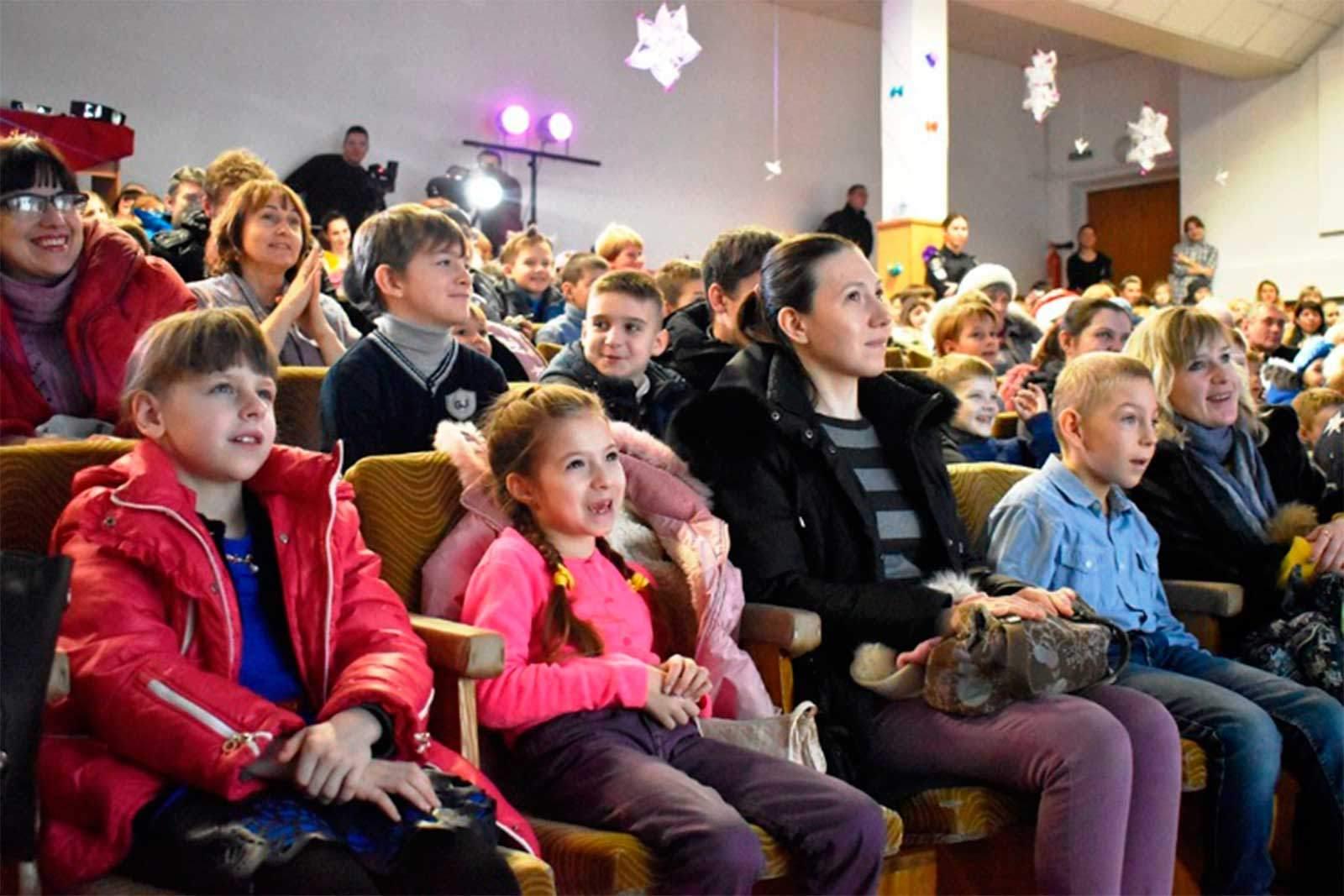 У цей день на базі навчального закладу пройшла захоплююча театралізована вистава «Олаф і холодні пригоди»