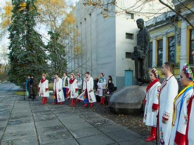 Співробітники, курсанти та студенти університету взяли участь в урочистостях з нагоди відзначення 161-ї річниці від дня народження Дмитра Яворницького
