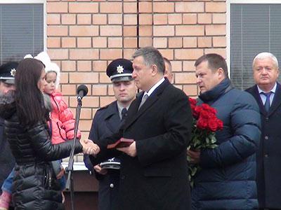 Міністр внутрішніх справ України Арсен Аваков вручив патрульним поліцейським Дніпра офіцерські погони