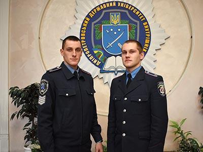 Курсанти поліцейського вишу Дніпра затримали правопорушника на гарячому
