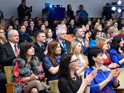Дніпропетровський державний університет внутрішніх справ відсвяткував перше весняне свято - Міжнародний жіночий день 8 березня.