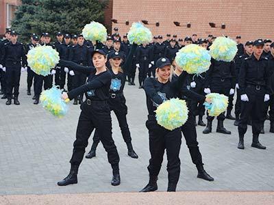Майбутні поліцейські Дніпра провели флешмоб-зарядку