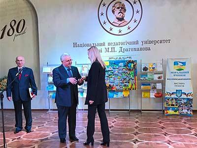 Ларису Наливайко нагородили почесною відзнакою