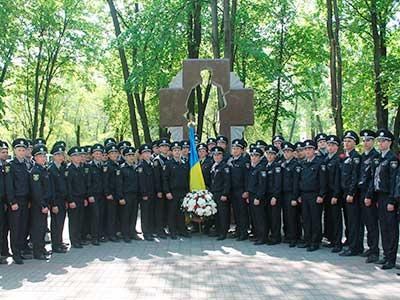 Курсанти факультету поклали квіти до меморіалів та вшанували пам'ять про загиблих