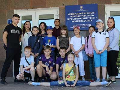 День захисту дітей на Криворізькому факультеті відсвяткували флешмобом