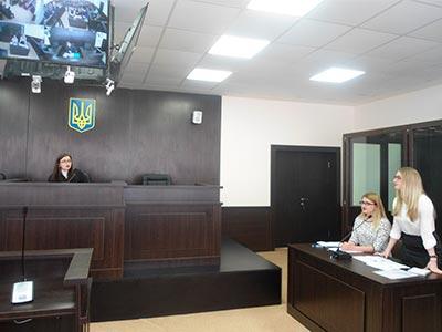У залі судових засідань Дніпропетровського державного університету внутрішніх справ