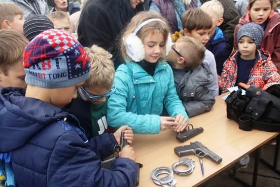 Експозиція Дніпропетровського державного університету внутрішніх справ зібрала чи не найбільше маленьких відвідувачів.