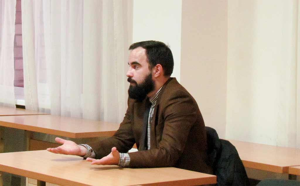 Першокурсники спілкувалися з оперуповноваженим Департаменту захисту економіки в Дніпропетровській області Тимуром Бакурідзе