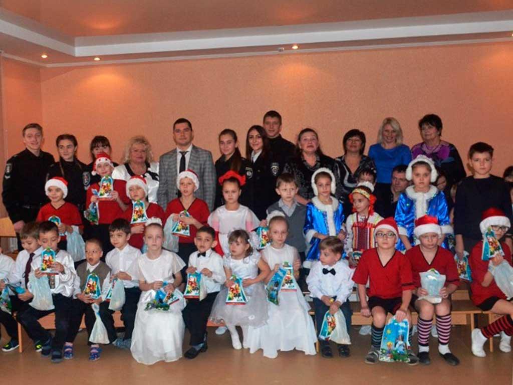Курсанти та студенти у День Святого Миколая завітали з подарунками до підшефних навчально-реабілітаційних центрів
