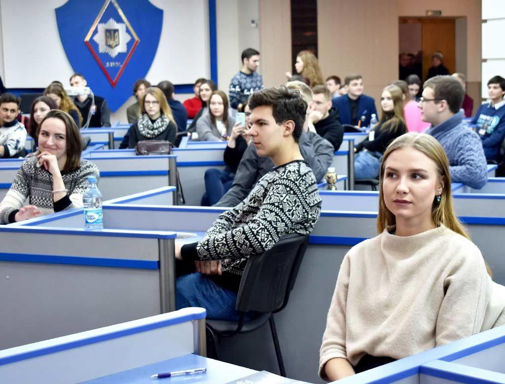 Їхня зброя – слово: у ДДУВС пройшли всеукраїнські шкільні дебати