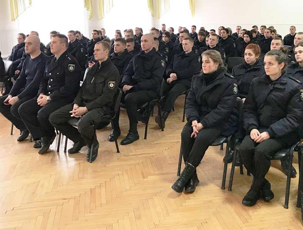 На зимових канікулах курсанти Дніпропетровського державного університету внутрішніх справ проходять практику у територіальних підрозділах Головних управлінь Національної поліції.