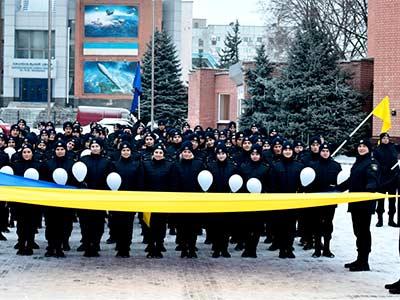 Патріотичним флешмобом курсанти ДДУВС закликали містян згуртуватися в ім'я миру та процвітання