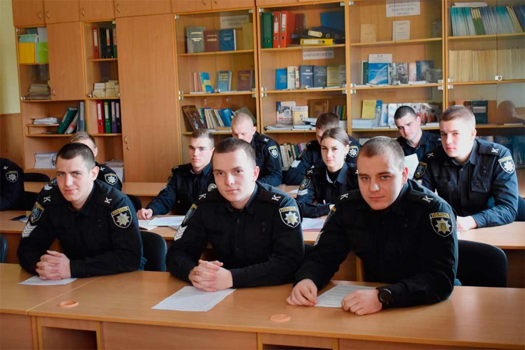 Курсанти разом із науково-педагогічними керівниками кафедри обговорювали питання, пов'язані з особливостями кримінального законодавства Литовської Республіки.