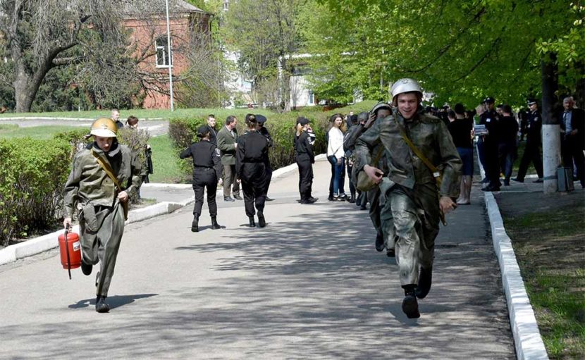 Так у Дніпропетровському державному університеті внутрішніх справ розпочалися тренування з евакуації людей при пожежі.