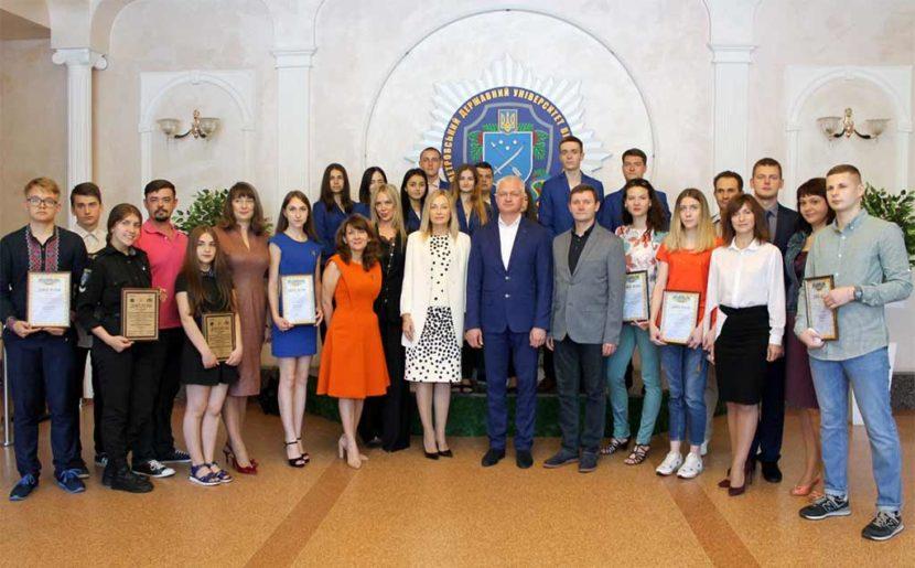 Переможців конкурсу наукових проектів серед школярів та студентів Дніпропетровщини визначено!