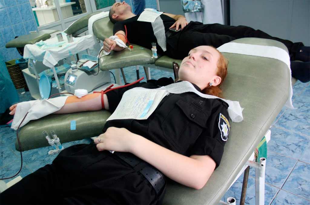 Курсанти Криворізького факультету здали кров заради порятунку хворих дітей та поранених бійців АТО