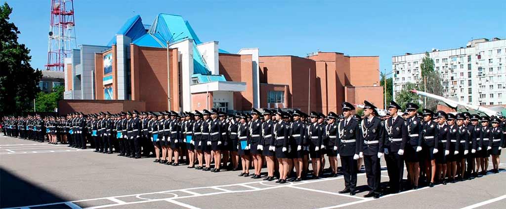 Перші офіцерські погони та дипломи про вищу освіту отримали 260 юнаків і дівчат.