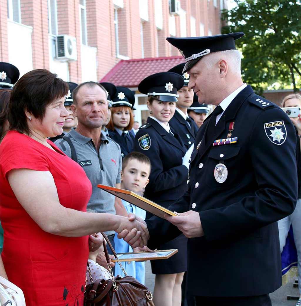 Після привітання почесних гостей свята наказом ректора університету листи-подяки отримали батьки
