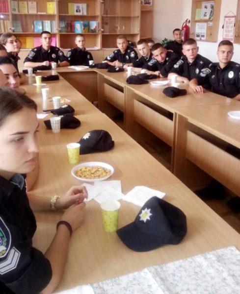 На одній із кураторських годин курсанти першого курсу факультету економіко-правової безпеки влаштували справжню чайну церемонію.
