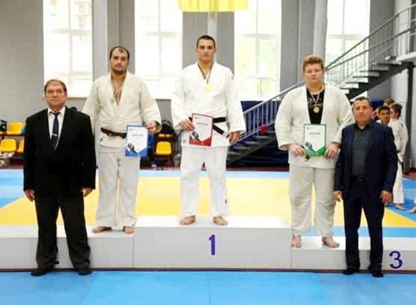 З Чемпіонату області дзюдоїсти ДДУВС, студенти юридичного факультету, привезли 2 призові медалі.