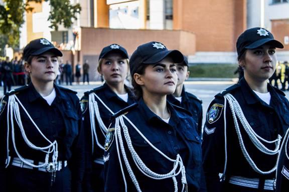 На вірність українському народу. Першокурсники ДДУВС склали Присягу працівника поліції