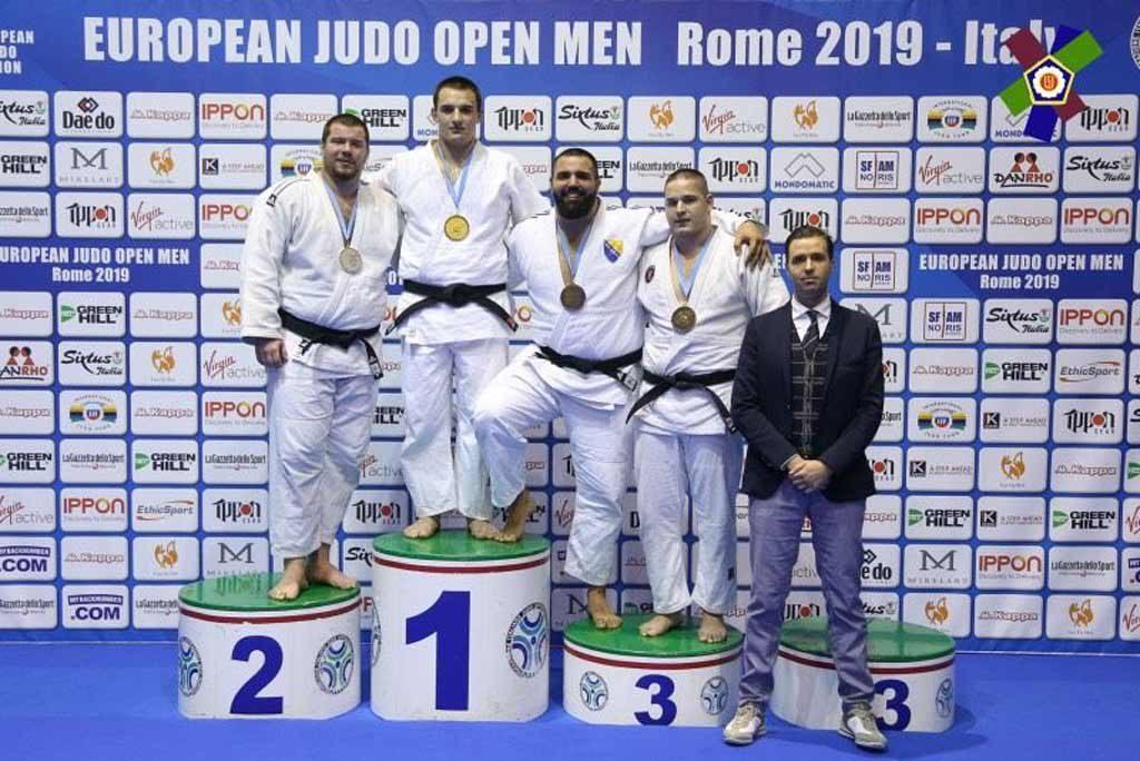 Студент юридичного факультету ДДУВС Федір Панько нещодавно виграв Відкритий Континентальний Кубок Європи з дзюдо серед чоловіків у Римі.