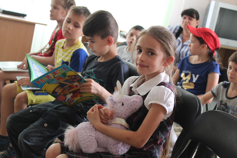 З любов'ю до дітлахів: студенти Криворізького факультету вітають малечу зі святом
